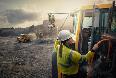 11 VolvoCE-Caretruck-NEW-